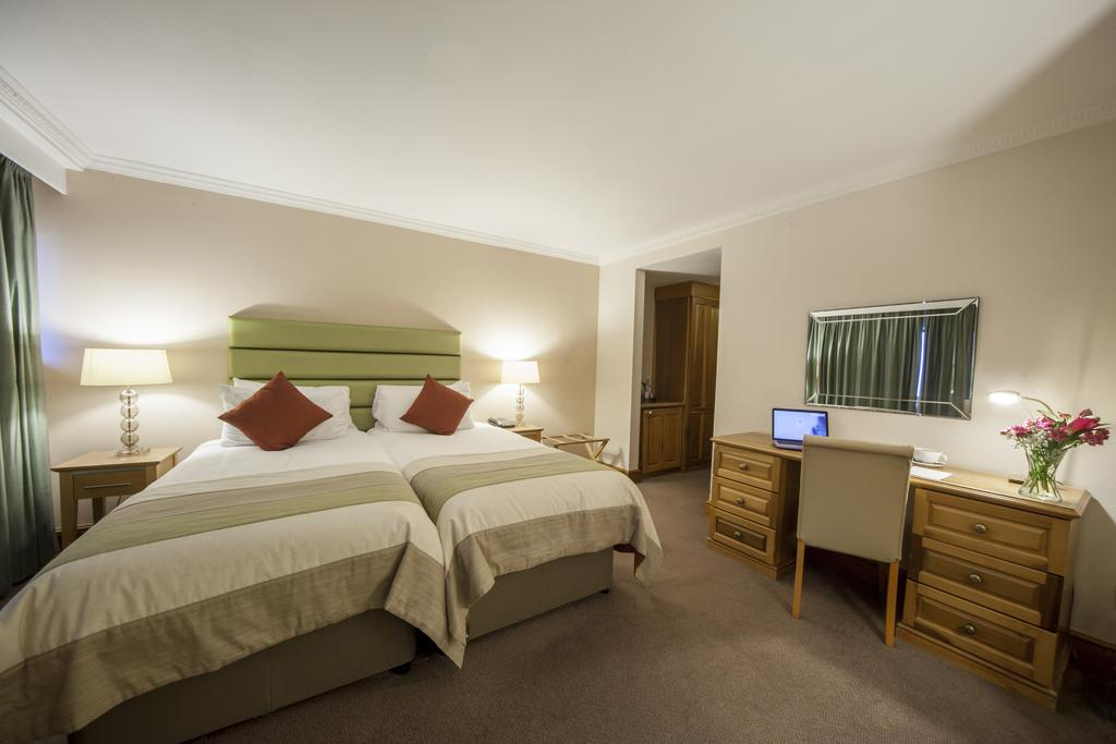 UK  - Hellidon Lakes Golf And Spa Hotel