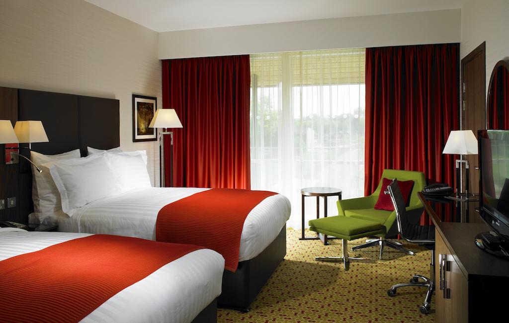 UK - Lingfield Park Marriott Hotel And Country Club
