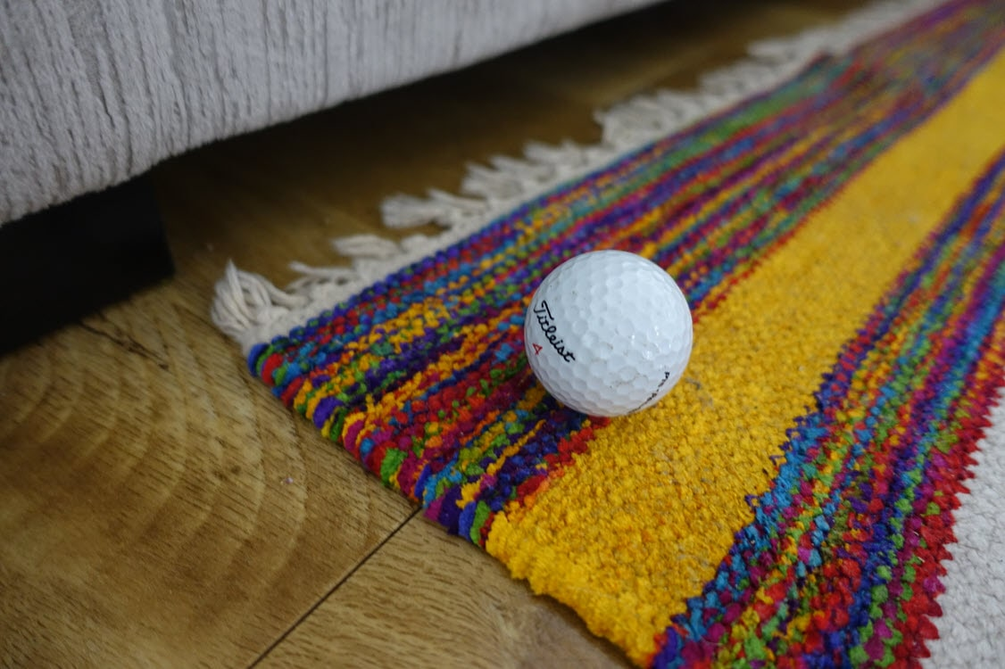 A DIY golf putting green indoors